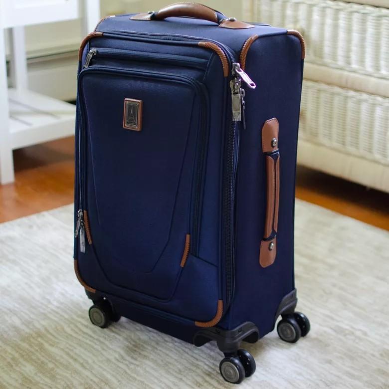 Как упаковать багаж в аэропорту