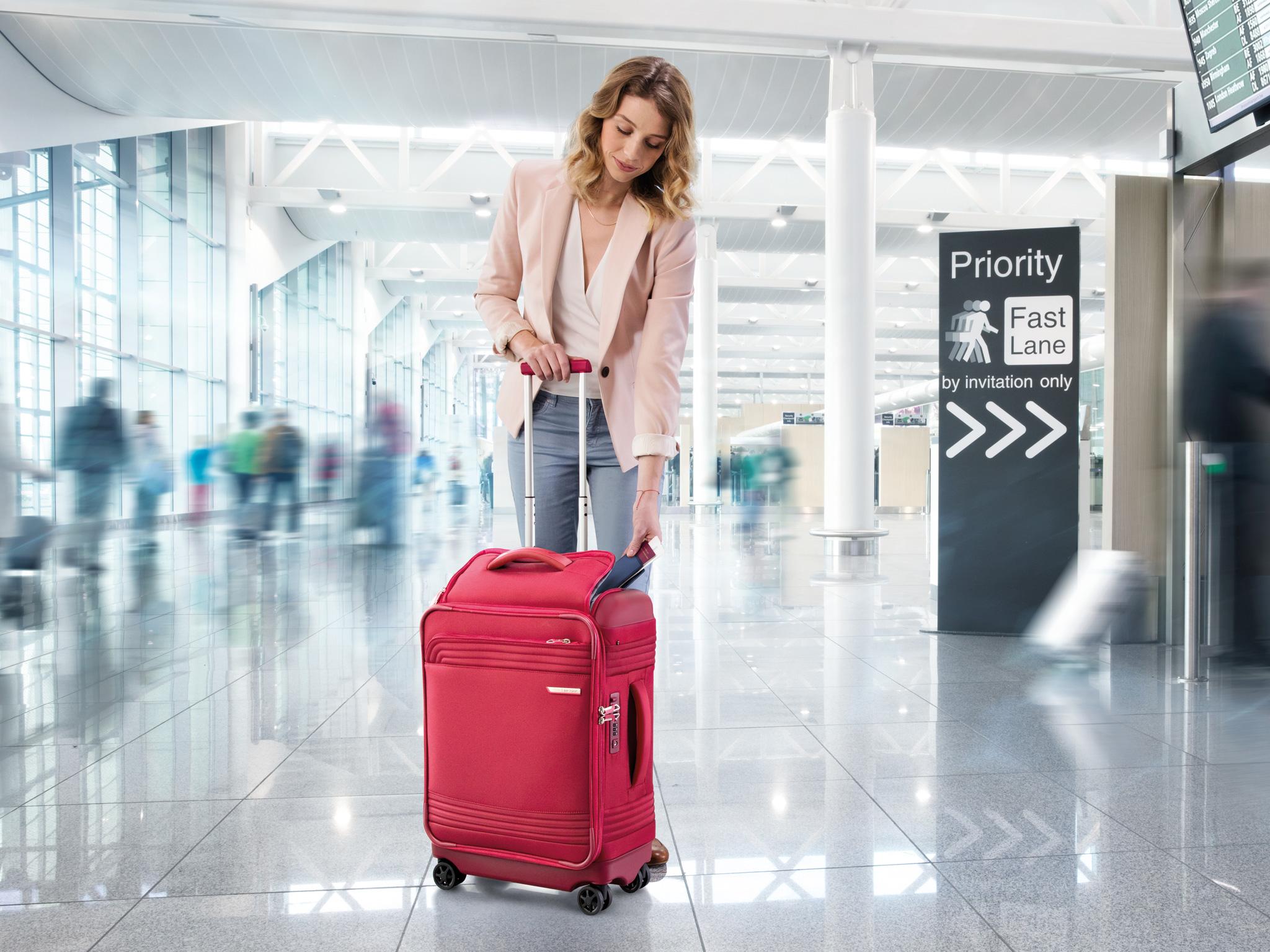 Лучшие тканевые чемоданы на колесах хорошего качества по надежности